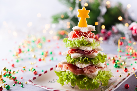 Foto per Christmas tree from toasted bread, lettuce, ham and cheese. Festive idea for Christmas or New Year dinner. - Immagine Royalty Free