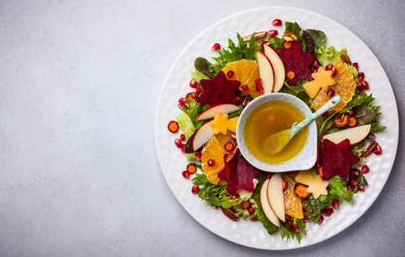 Foto de Christmas wreath salad with beetroot,apple,oranges and honey-mustard sauce. - Imagen libre de derechos