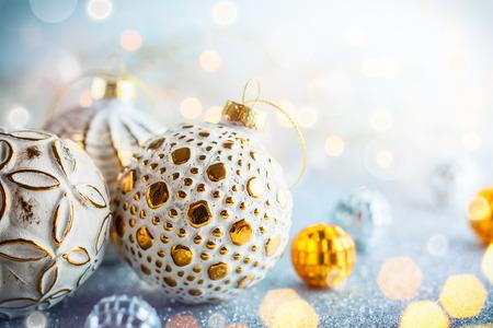 Photo pour Christmas background with silver and gold vintage baubles - image libre de droit