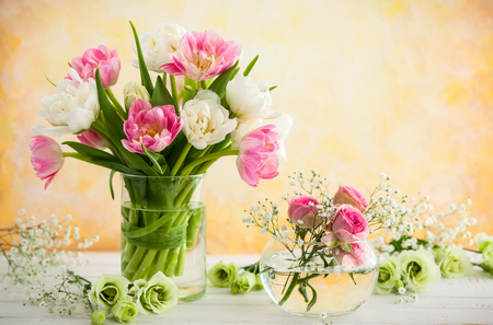 Photo pour Beautiful flowers bouquet in vase on the wooden table.Tulips,roses and eustoma. - image libre de droit