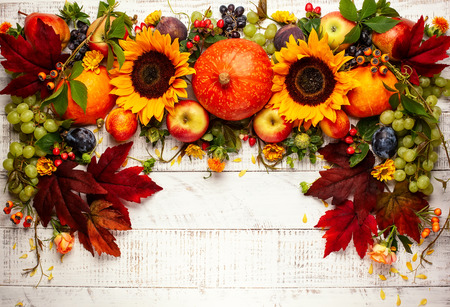 Foto de Thanksgiving background with autumn pumpkins, fruits and fall leaves on wooden table. Top view, autumn concept with copy space. - Imagen libre de derechos