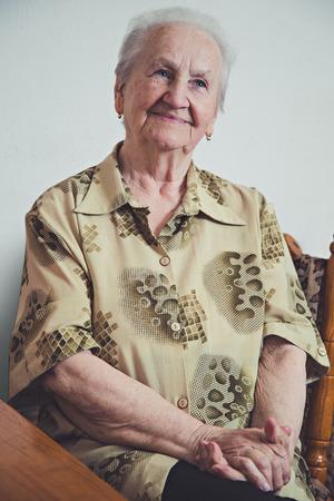 Photo pour Portrait of an elderly smiling woman - image libre de droit