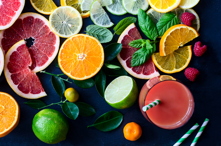 Photo pour Citrus juice and slices of orange, grapefruit, lemon. Vitamin C. Black background - image libre de droit