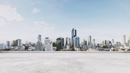Foto de Panoramic city view with empty concrete floor - Imagen libre de derechos