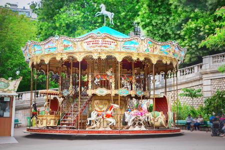 Photo pour Merry-go-round in Paris - image libre de droit