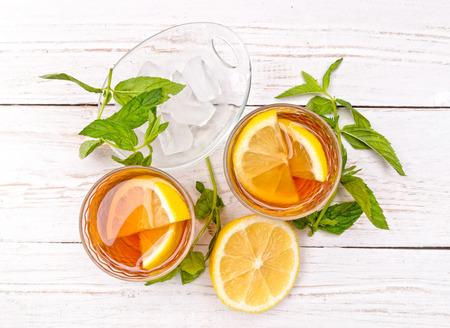 Foto de Ice tea with lemon. - Imagen libre de derechos