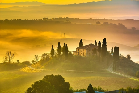 Photo pour Tuscany at early morning, Italy - image libre de droit