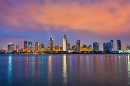 Foto de Downtown San Diego at night - Imagen libre de derechos