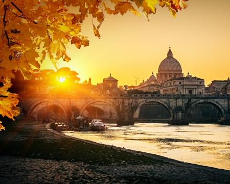 Photo pour View at Tiber and St  Peter - image libre de droit