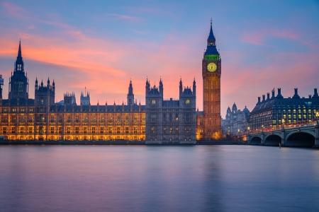 Photo pour Big Ben and Houses of parliament at dusk - image libre de droit