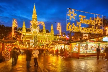 Foto de Traditional christmas market in Vienna, Austria - Imagen libre de derechos
