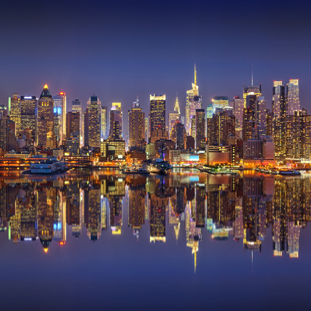 Photo pour Manhattan at night - image libre de droit