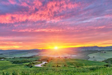 Photo pour Tuscany sunrise - image libre de droit