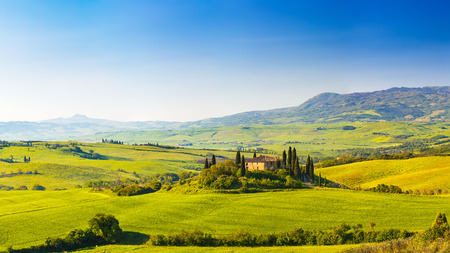 Photo pour Tuscany at spring - image libre de droit