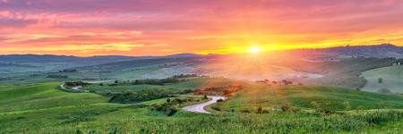Foto de Beautiful Tuscany landscape at sunrise, Italy - Imagen libre de derechos