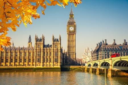 Photo pour Big Ben and westminster bridge in London - image libre de droit