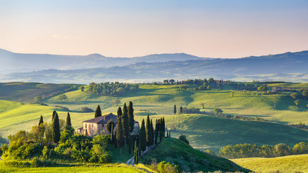Photo pour Beautiful spring landscape in Tuscany, Italy - image libre de droit