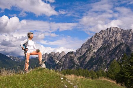 Foto de Woman hiker hiking looking at scenic view of mountain landscape . Adventure travel outdoors person standing relaxing  during nature hike - Imagen libre de derechos