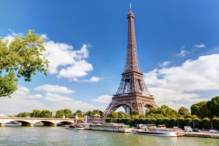 Photo pour The Eiffel tower in Paris - image libre de droit