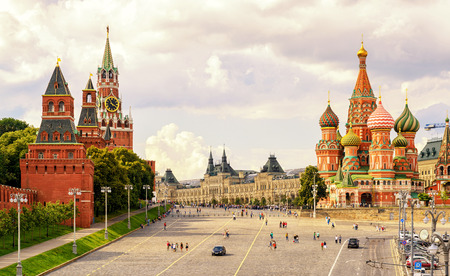 Photo pour Kremlin and Cathedral of St. Basil at the Red Square in Moscow, Russia - image libre de droit