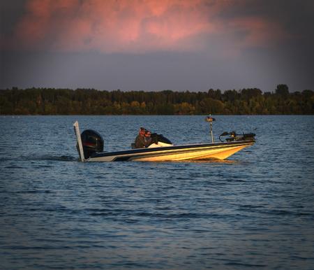 Foto per Small fishing boat on beautiful lake in northern Minnesota at sunset - Immagine Royalty Free