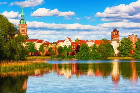 Foto de Scenic summer panorama of the Old Town pier architecture of Stralsund, Mecklenburg region, Germany - Imagen libre de derechos