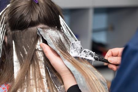 Foto de hair coloring in a beauty salon - Imagen libre de derechos