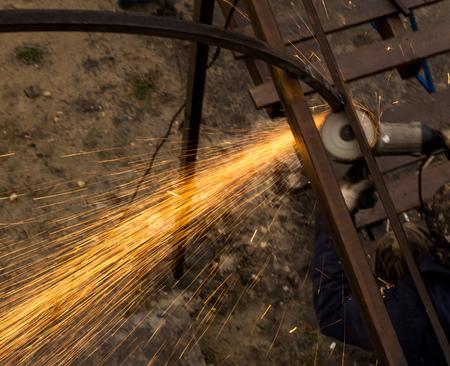 Foto de Sparks from metal at the construction site . - Imagen libre de derechos