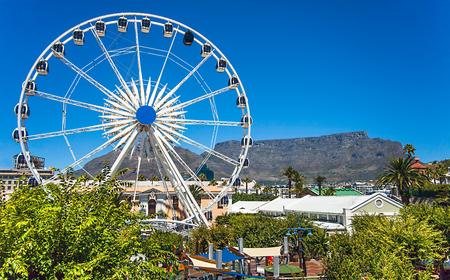 Foto de On the waterfront in Cape Town overlooking Table Mountain - Imagen libre de derechos