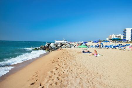 Foto de Beach at the Mediterranean Sea in Malgrat de Mar, Spain. - Imagen libre de derechos
