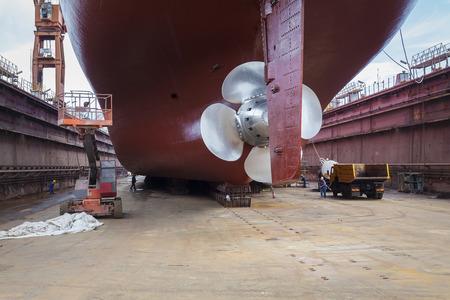 Foto de The new propeller mounted on a refurbished ship - Imagen libre de derechos