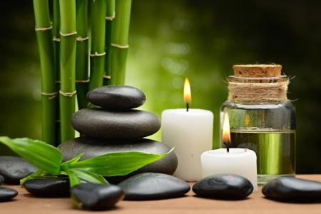 Photo pour zen basalt stones and spa oil on the wood - image libre de droit