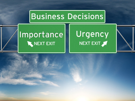 Photo pour Business decision making focusing on decisions of importance or urgency. - image libre de droit