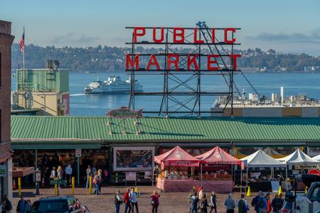 Foto de Visiting Pike Place Market in downtown Seattle, Washington USA - Imagen libre de derechos