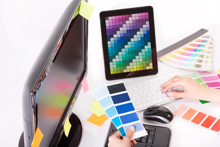 Foto de Graphic designer at work  Color swatch samples  - Imagen libre de derechos