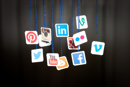 Photo pour BELCHATOW, POLAND - AUGUST 31, 2014: Popular social media website logos printed on paper and hanging on strings. - image libre de droit
