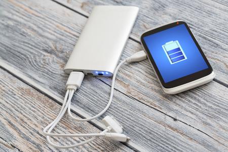 Photo pour Phone charging with energy bank. - image libre de droit