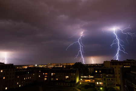 Photo pour Clouds and thunder lightnings and storm over city. - image libre de droit