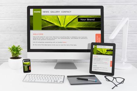 Foto de Designer's desk with responsive web design concept. - Imagen libre de derechos