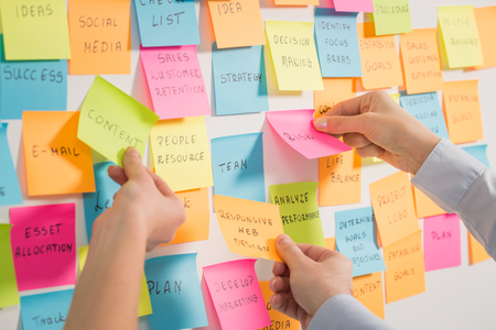 Foto de brainstorming brainstorm strategy workshop business note notes stickyconcept - stock image - Imagen libre de derechos