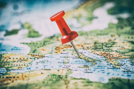 Photo pour travel pinning pin trip map destination push cartography new photo find choose mark plan sign symbol final blurred foreign conceptual best pinpoint horizontal concept - stock image - image libre de droit