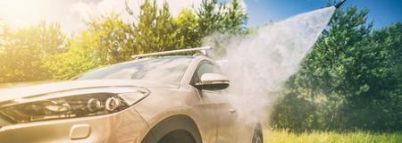 Foto de Manual car wash with pressurized water in car wash outside. - Imagen libre de derechos