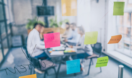 Photo pour Business people meeting at office and use post it notes to share idea. Brainstorming concept. Sticky note on glass wall. - image libre de droit