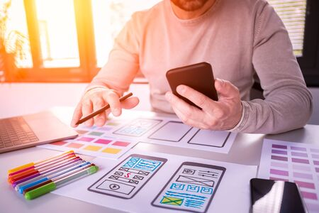 Photo pour Designers man drawing website ux app development. User experience concept. - image libre de droit