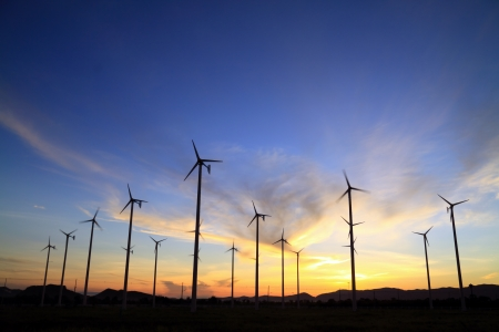 Photo pour wind turbine and sunrise - image libre de droit