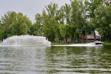 Photo pour Wave after wakeboarding - image libre de droit