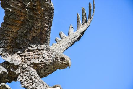 Foto de Eagle statue with wings spread - Imagen libre de derechos