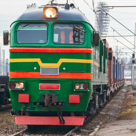 Photo pour Green diesel cargo locomotive. Freight train in action - image libre de droit