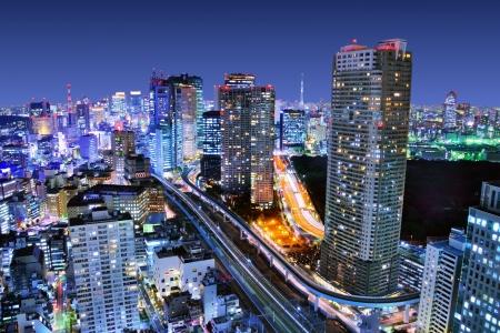 Foto de Dense buildings in Minato-ku, Tokyo Japan with Tokyo Sky tree visible on the horizon. - Imagen libre de derechos
