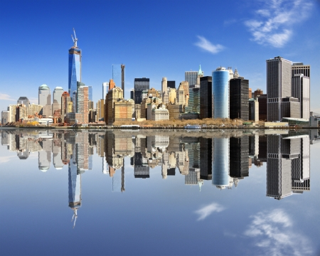 Photo pour New York City at Lower Manhattan with reflections. - image libre de droit
